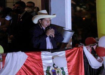 Dirigentes felicitan a Pedro Castillo tras liderar comicios en Perú