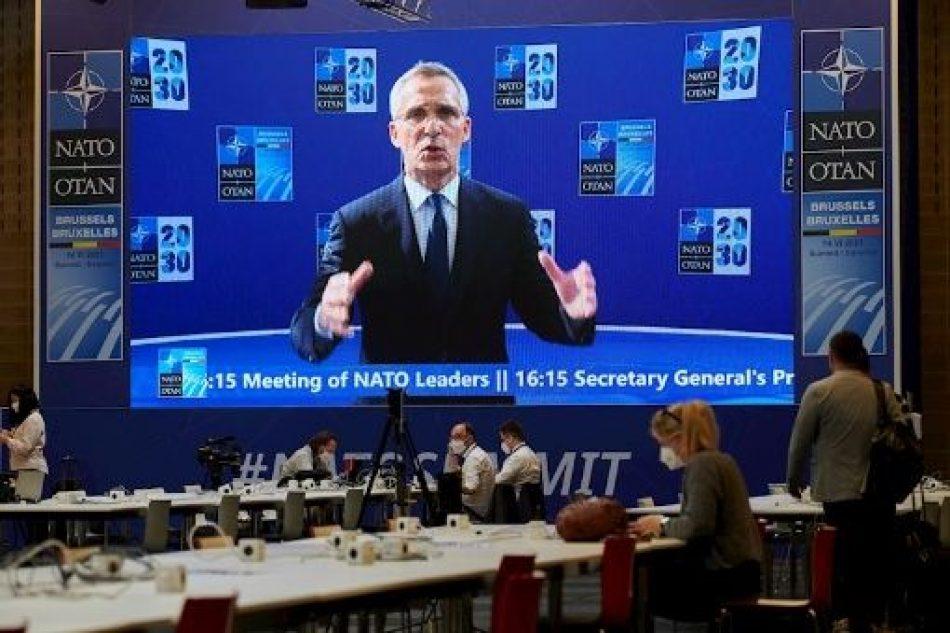 China defiende su política de defensa ante críticas de la OTAN
