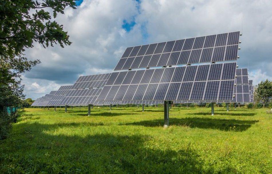 """Unidas Podemos pide priorizar las pequeñas instalaciones solares al ser """"las más eficaces"""" para """"avanzar en una transición justa"""" y reducir la factura de la luz"""