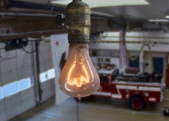 Junto a la nueva tarifa de la luz, se cercenan los llamados «beneficios caídos del cielo» a las Eléctricas