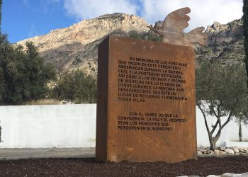 Podemos Granada celebra el inicio de la exhumación de la fosa del cementerio de Nigüelas