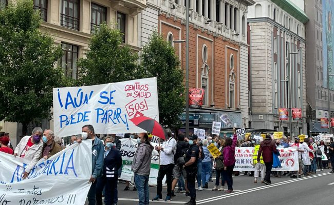 Miles de personas claman en el centro de Madrid contra el deterioro de la Atención Primaria