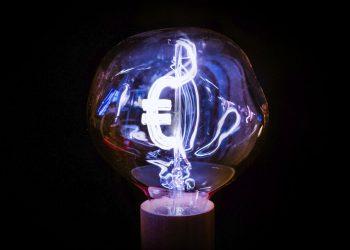 FACUA: «Casi 28 euros de subida interanual en la factura eléctrica del usuario medio en la primera mitad de junio»