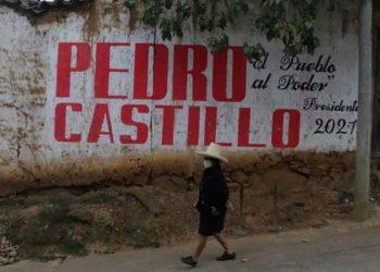 Castillo alista gobierno y fujimorismo presiona a corte en Perú