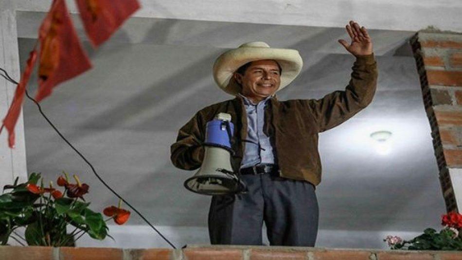 Pedro Castillo lidera presidenciales en Perú con más del 99% de actas procesadas