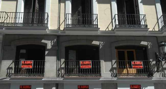 Asociaciones vecinales emprenderán acciones legales contra la Comunidad de Madrid por su inacción ante las viviendas turísticas