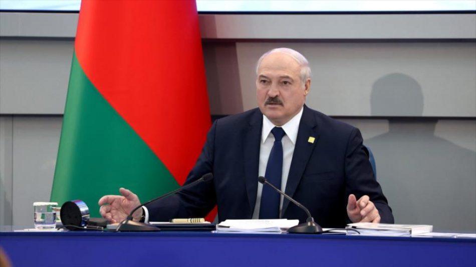 Bielorrusia amenaza con frenar tránsito de mercancías de UE