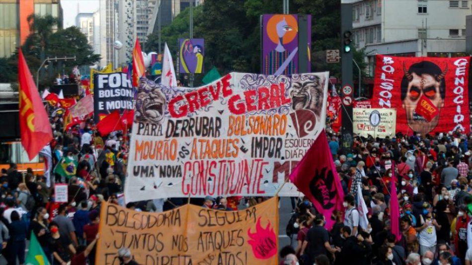 La mayoría de brasileños apoya destitución de Bolsonaro