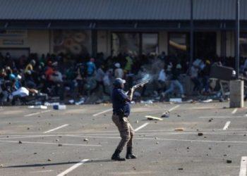 Sudáfrica: Crece la tensión en: mueren 72 personas en protestas