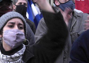 Solidarixs con la Revolución cubana abrazaron nuevamente la embajada en Buenos Aires frente a un grupo de «gusanos» y macristas