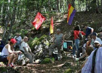 La Agrupación Pozo Grajero celebra la subida a la sima anual en memoria de los represaliados por el franquismo