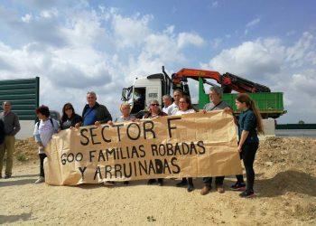 Adelante Andalucía denuncia la pasividad del Gobierno ante el drama de las familias del Sector F de Almensilla