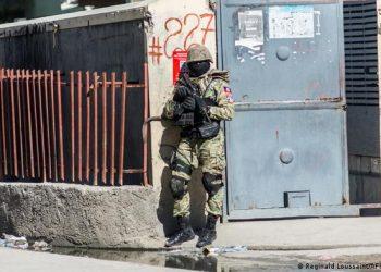 Policías y pandillas armadas asesinan a 15 personas en Haití