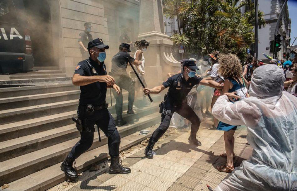 Al grito de «Canarias ni cárcel ni tumba» , la Caravana Abriendo Fronteras inicia movilizaciones en Tenerife