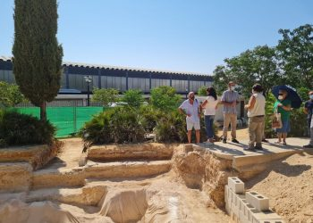 El diputado Bustamante visita los trabajos para localizar e identificar a víctimas del franquismo en la fosa común de Cañada Rosal