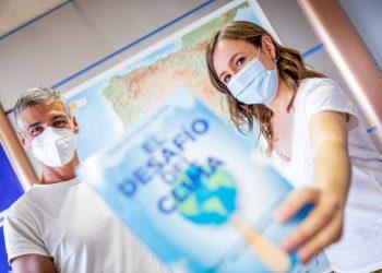 """Silvia Laplana y Albert Barniol, meteorólogos en RTVE: """"Hay que asumir que tenemos que cambiar nuestro modo de vivir"""""""