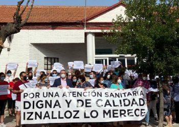 Iznalloz sale a la calle por una sanidad digna arropados por el ayuntamiento Acatuccitano