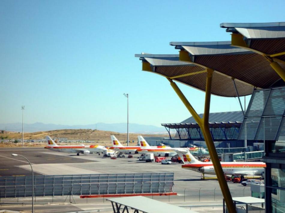 120 organizaciones reclaman al Gobierno cancelar las ampliaciones de los aeropuertos de Madrid y Barcelona