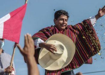 Pedro Castillo festejó con su pueblo la proclamación como presidente