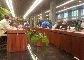 Presidente cubano e integrantes de su equipo de gobierno comparecen en cadena nacional