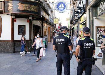 Badalona En Comú Podem denuncia de nou la greu situació que viu la Guardia urbana de Badalona que encara no disposa d'armilles antibales ni del vestuari necessari i adequat a l'estiu