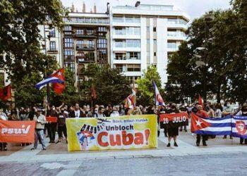 ¡Por Cuba No Pasarán!» Emigración cubana y solidaridad vasca convocaron a centenares de personas en Iruñea-Pamplona, Bilbao, Donostia e Irún