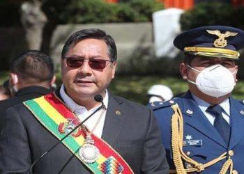 Pdte. de Bolivia llama a las FF.AA. a consolidar la democracia