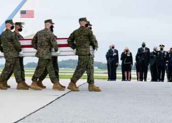 Biden recibe restos 13 de soldados muertos en atentado a aeropuerto de Kabul