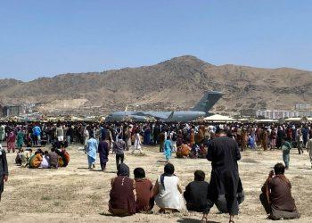 Talibanes anuncian amnistía e instan a las mujeres a unirse al gobierno