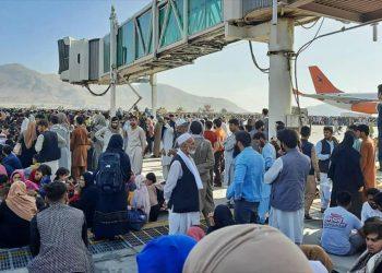 Fuerzas de EEUU disparan en aeropuerto Kabul; mueren cinco afganos