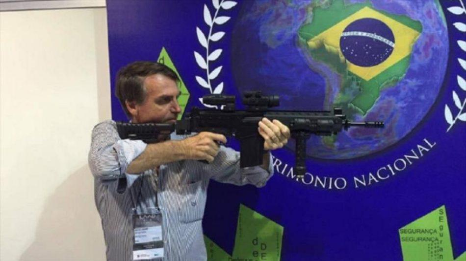 Bolsonaro responde a las críticas a la inflación recomendando comprar armas