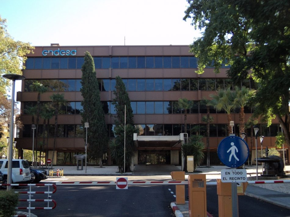 FACUA Sevilla denuncia a Endesa por los incesantes cortes de luz en la capital
