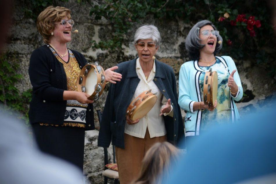 Chévere estrena la comedia As Fillas Bravas: tres abuelas del mundo rural y canciones populares feministas