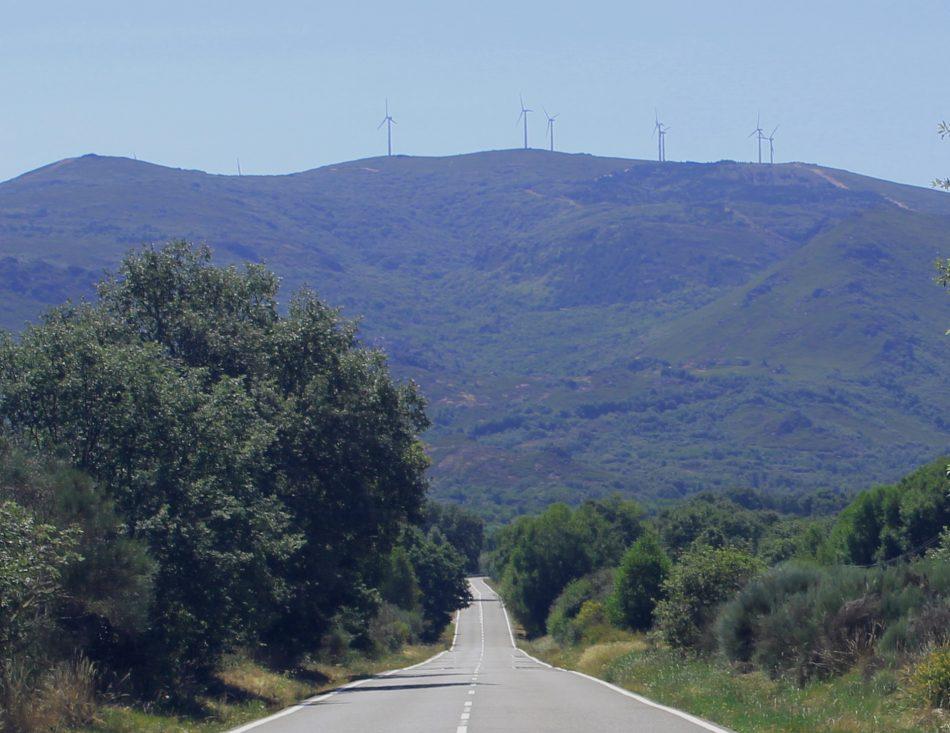 Máis de 70 aeroxeradores e 4 polígonos fecharán o horizonte entre o Larouco e o Xurés