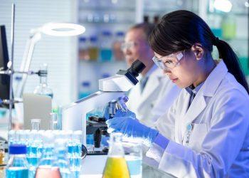 Las científicas pueden sentirse más 'impostoras' en disciplinas que premian la brillantez