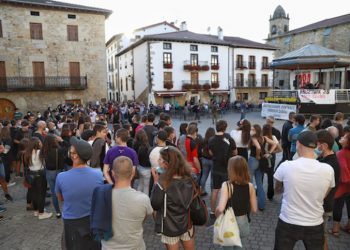 Cientos de personas exigen la «marcha de las fuerzas policiales y militares de ocupación» en Altsasu
