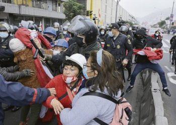 La calle polarizada entre los narcofujimoristas y los seguidores de Pedro Castillo que resistieron la violencia en Perú