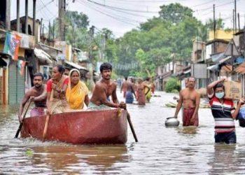 Inundaciones en India dejan al menos 400 mil desplazados