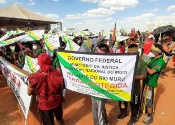 Indígenas brasileños marchan para exigir respeto a sus tierras