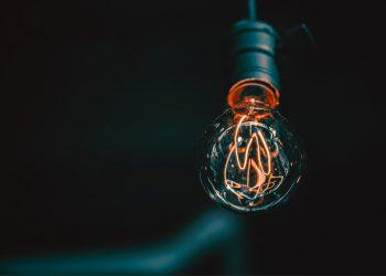 FACUA reclama a la CNMC que aclare qué eléctricas han inflado ilegalmente el precio de la energía