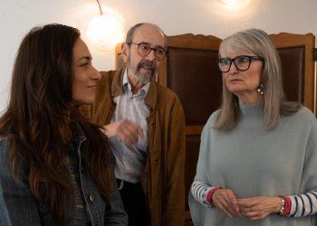 Miguel Rellán dirige a Amparo Pamplona e Isabel Serrano en Contarlo para no olvidar, una conversación escénica sobre periodismo y víctimas olvidadas