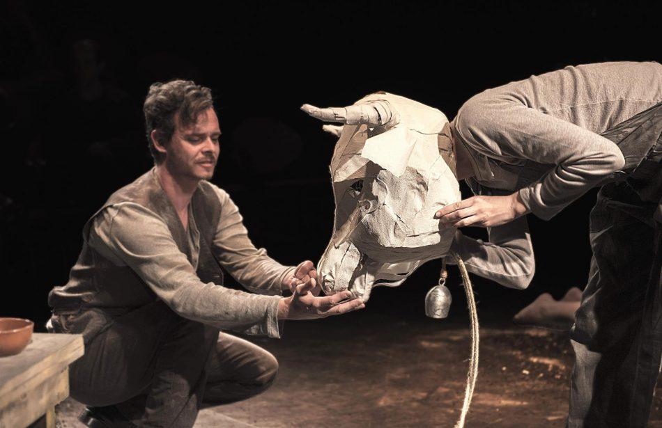 Tolo Ferrà adapta a escena el segundo cuento de «Los girasoles ciegos», evocando el terror que se vivía en la posguerra