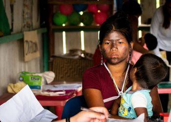 La 'política de las vacunas' da la espalda a cientos de millones de indígenas durante la pandemia Covid-19