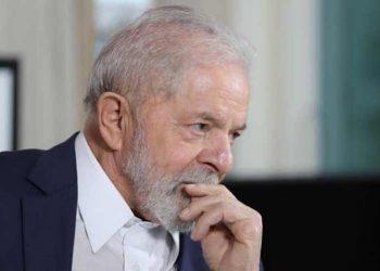 "Lula tacha a Bolsonaro de ""enloquecido"" por incitar a armarse"