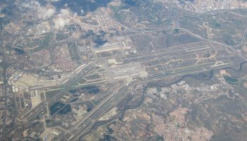Numerosas organizaciones convocan una movilización contra la ampliación del aeropuerto de Barajas