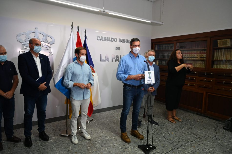 Pedro Sánchez reitera las promesas de apoyo a la recuperación de zona y familias afectadas poe la erupción volcánica en La Palma