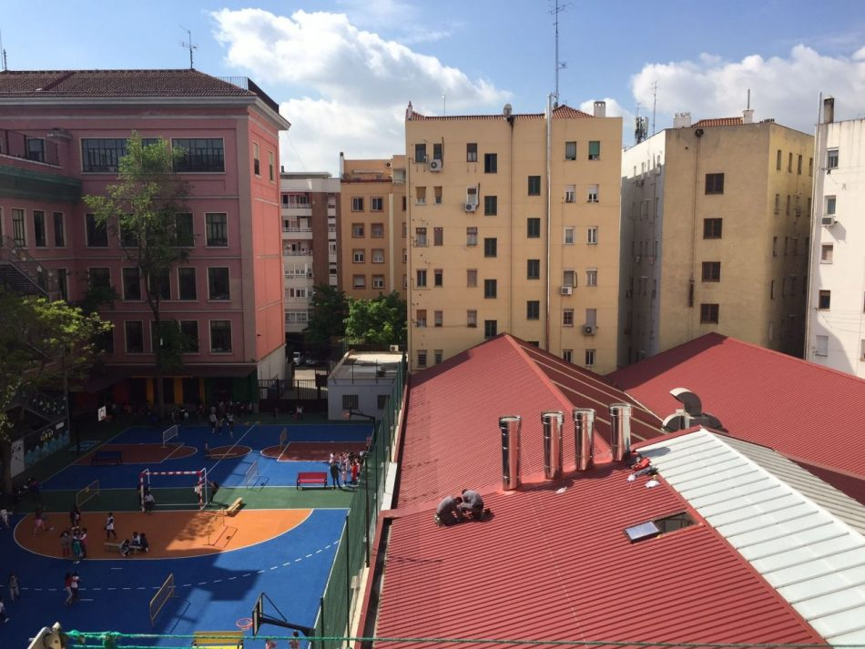 La FRAVM denuncia la apertura de las cocinas fantasma que emiten sus emisiones al colegio Miguel de Unamuno de Arganzuela
