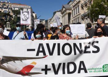 Miles de personas salen a la calle para pedir la paralización de las ampliaciones de aeropuertos