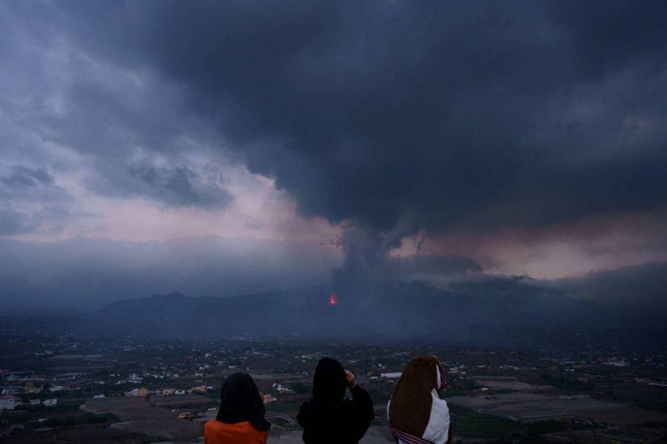 El dióxido de azufre del volcán de La Palma llega a la Península sin impactar en la calidad del aire