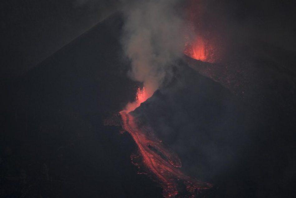 """Sira Rego se compromete a defender en Europa un """"apoyo extra"""" más allá de los fondos que existen para ayudar a las personas de La Palma afectadas por el volcán"""